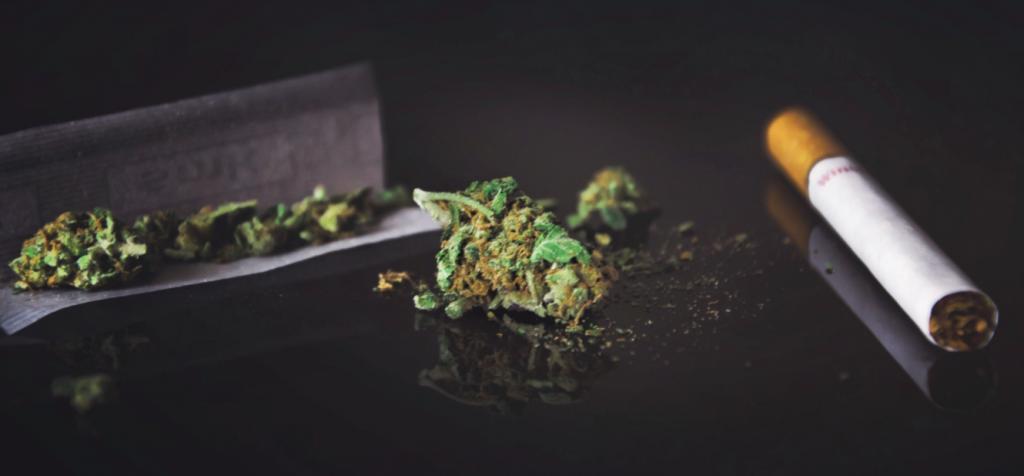 Marihuana a papierosy - co jest bardziej szkodliwe